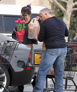 th 86238 Gomezlq14 123 128lo Selena Gomez   grocery shopping in Encino 01/14/12