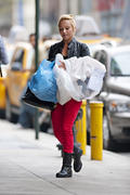 http://img274.imagevenue.com/loc349/th_890148157_Hayden_Panettiere_out_and_about_in_NYC2_122_349lo.jpg