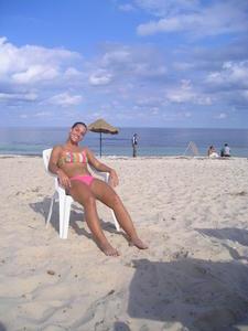 http://img274.imagevenue.com/loc502/th_152372678_816515733_Dominika_Cibulkova_bikini_31_122_502lo.jpg