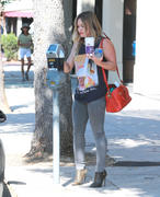 http://img274.imagevenue.com/loc519/th_609581144_Hilary_Duff_out_in_Sherman_Oaks5_122_519lo.jpg
