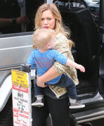 http://img274.imagevenue.com/loc564/th_684125221_Hilary_Duff_out_shopping_West_Hollywood1_122_564lo.jpg