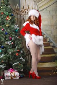 http://img274.imagevenue.com/loc588/th_531027121_silver_angels_Sandrinya_I_Christmas_1_010_123_588lo.jpg
