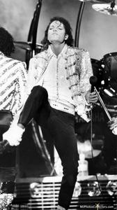 1984 VICTORY TOUR  Th_754477720_gallery_7475_1333_241571_122_6lo